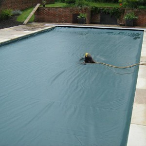 pompa sommersa svuota telo piscina